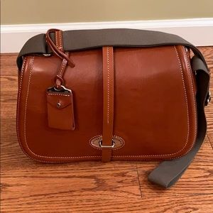 💖SALE💖Stunning Dooney & Bourke Saddle Bag